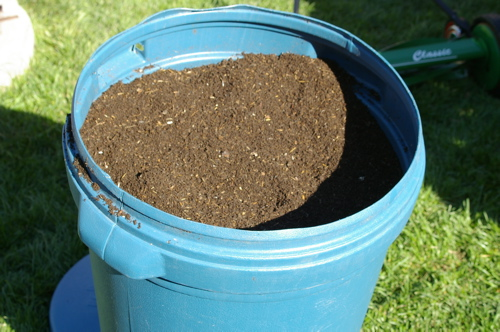http://www.wormsatwork.com/images/compost_barrel.jpg